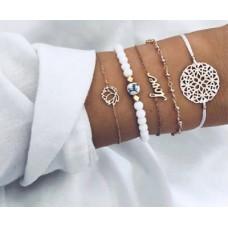 #05 - witte armband - bloem - kralen - love - bolletjes - goudkleurige armband - 5-delige armband UITVERKOCHT